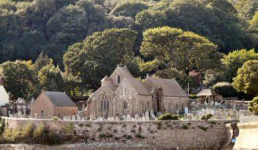 st-brelades-church-and-fishermans-chapel-jpg-776x450